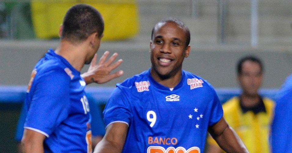 O Cruzeiro deslanchou no fim da partida e venceu o Náutico por 3 a 0. Borges e Wellington Paulista balançaram as redes. Na foto, os dois comemoram