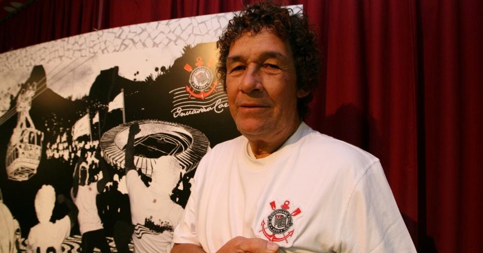 Ruço, ex-jogador do Corinthians, durante homenagem aos 30 anos da invasão Corintiana no Maracanã, em 1976; Ruço morreu no dia 2 de setembro de 2012, aos 63 anos, após sofrer um AVC no Rio de Janeiro