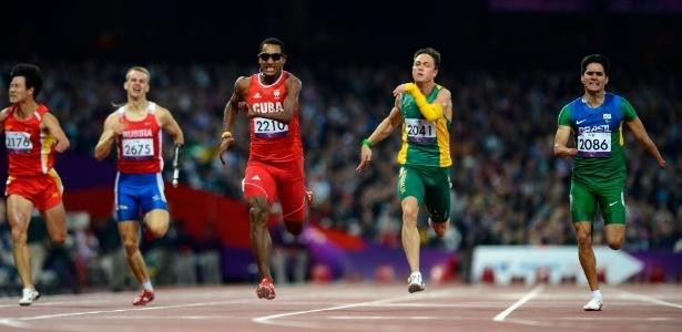 Yohansson Nascimento completa os 200 m rasos em primeiro lugar e fica com o ouro na classe T46