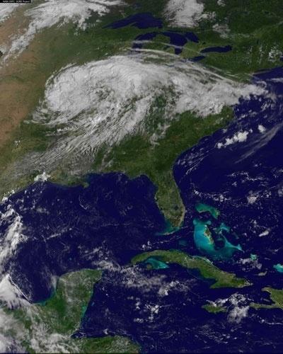 3.set.2012 - A imagem mostra a tempestade Isaac se dissipando sobre a região Centro-Oeste dos Estados Unidos. Isaac foi o primeiro furacão a atingir os EUA este ano e passou por Nova Orleans quase exatamente sete anos depois de o furacão Katrina devastar a cidade