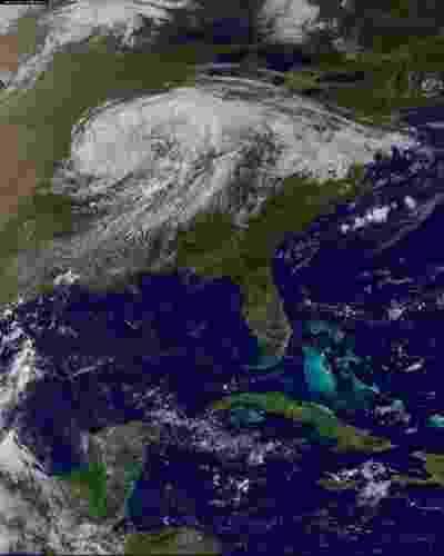 3.set.2012 - A imagem mostra a tempestade Isaac se dissipando sobre a região Centro-Oeste dos Estados Unidos. Isaac foi o primeiro furacão a atingir os EUA este ano e passou por Nova Orleans quase exatamente sete anos depois de o furacão Katrina devastar a cidade - Nasa/Reuters