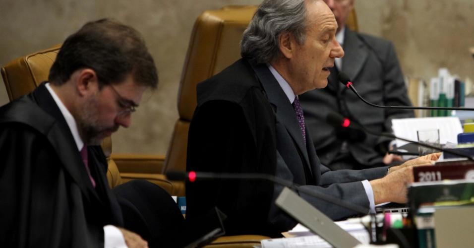 3.set.2012 - O ministro Ricardo Lewandowski, revisor do processo do mensalão, apresenta seu voto na sessão desta segunda-feira (3), no STF, em Brasília