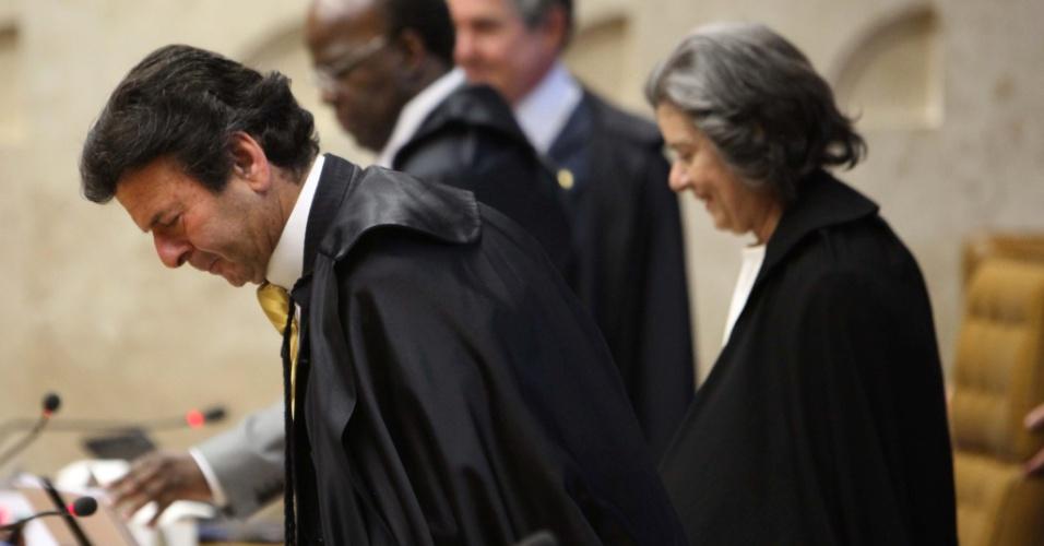 3.set.2012 - Os ministros Luiz Fux, Cármen Lúcia, Joaquim Barbosa e Marco Aurélio Mello se preparam para iniciar a sessão desta segunda-feira (3) do julgamento do mensalão, em Brasília