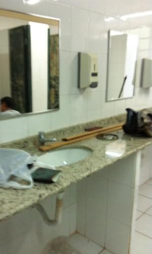 3.set.2012 - Segundo Isadora, estão mudando tudo que estava quebrado na escola. A estudante diz estar muito feliz com isso