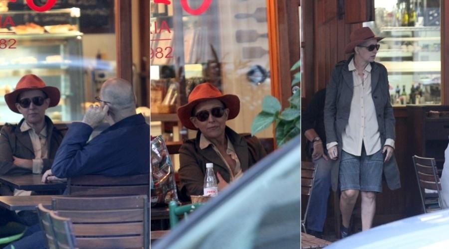 Betty Lago esteve em um restaurante na zona sul do Rio (3/9/12)