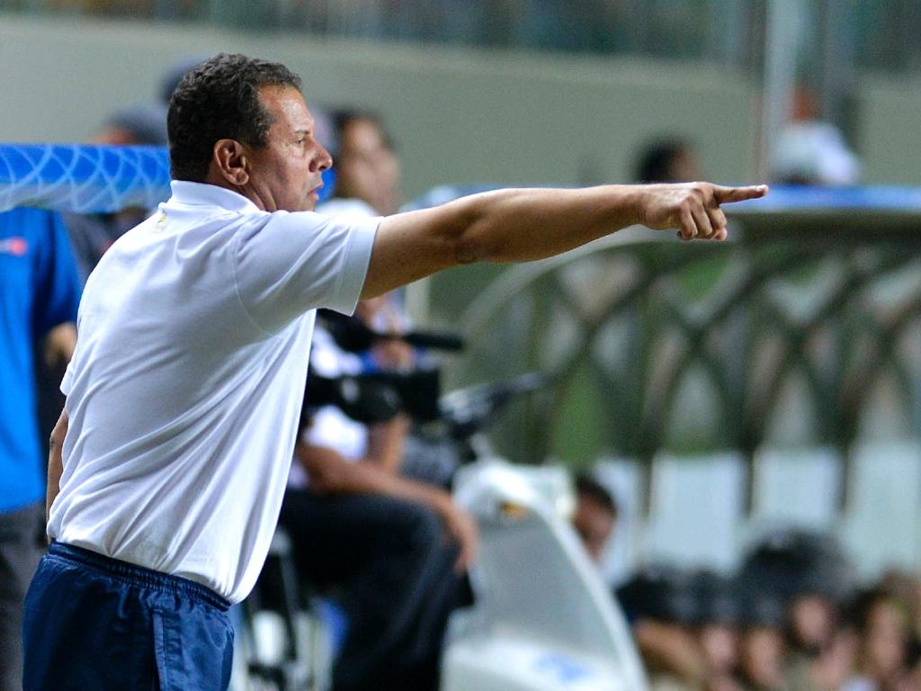 Celso Roth comanda o Cruzeiro na vitória sobre o Náutico, por 3 a 0, no Independência (2/9/2012)