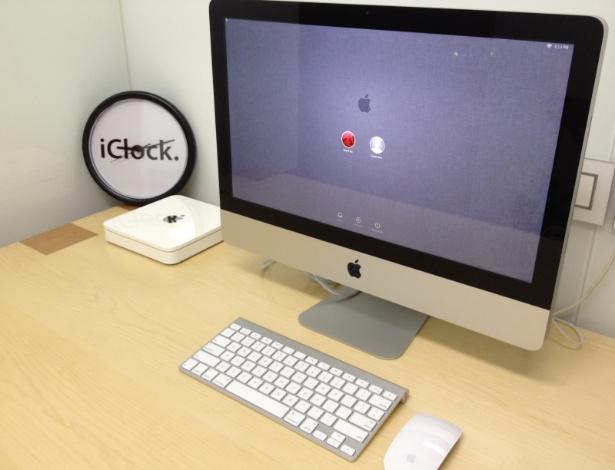 Como não poderia ser diferente, o computador de David Wu é um iMac. O relógio talvez seja uma das poucas coisas que não é oficial no escritório do chinês