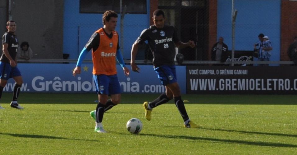 Elano e Gilberto Silva voltam a treinar no Grêmio (03/09/2012)