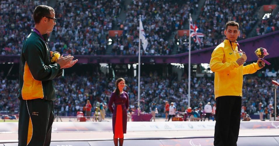 O sul-africano Oscar Pistorius questionou a vitória do brasileiro Alan Fonteles nos 200 m T44 dos Jogos de Londres, mas depois pediu desculpas e reconheceu o triunfo do brasileiro