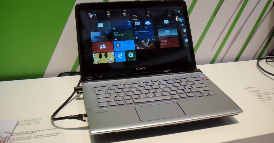 4.set.2012 - O Vaio E-Series é um notebook que possui tela sensível ao toque; a da foto tem 14 polegadas. O portátil com Windows 8 começará a ser vendido ainda nesta ano por 849 euros (cerca de R$ 2.170)