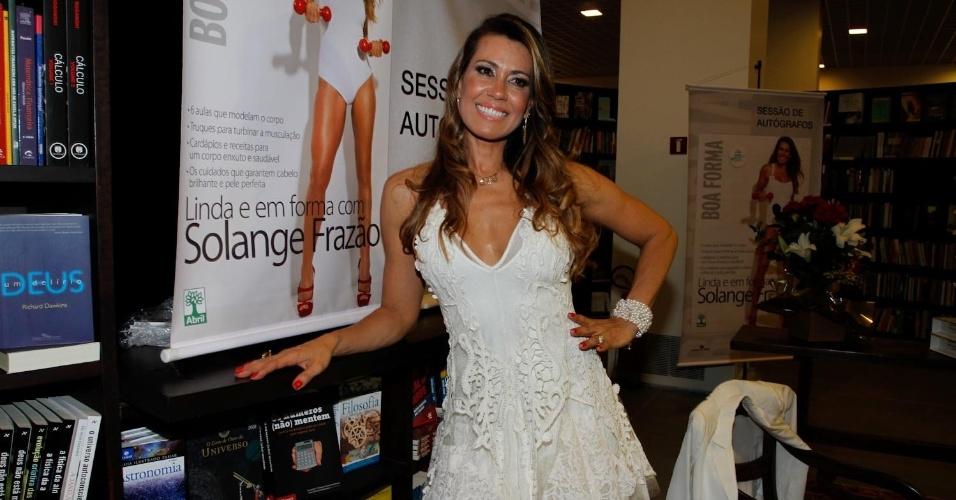 Solange Frazão participou de uma sessão de autógrafos nesta segunda, em São Paulo (3/9/12)