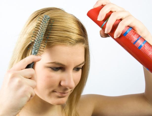 Em versão spray ou em pó, xampus a seco são alternativas práticas para quando é preciso lavar os cabelos, mas falta tempo - Thinkstock