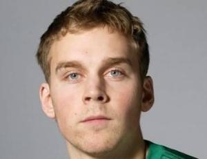 Victor Brannstrom, jogador sueco do Pitea que morreu em campo logo após marcar um gol