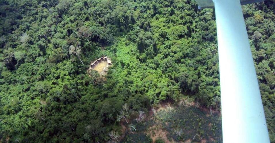 04.set.2012 [ foto de arquivo] - ONG Hutukara Yanomami sobrevoa área de Roraima e descobre tribo indígena que não mantém contato com civilização