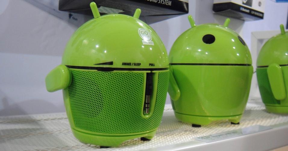 Alerta de fofice no máximo para essa caixa de som e rádio em formato de robozinho do Android. O Pal Bot custa 30 euros (cerca de R$ 77) e vem com um cabo conector P2 que pode ser usado com smartphones (o iPhone é um deles)