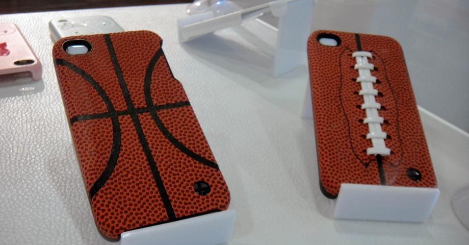 Capinhas para iPhone da Trexta imitam a textura de uma bola de basquete. Preço: US$ 34,99 (cerca de R$ 90)