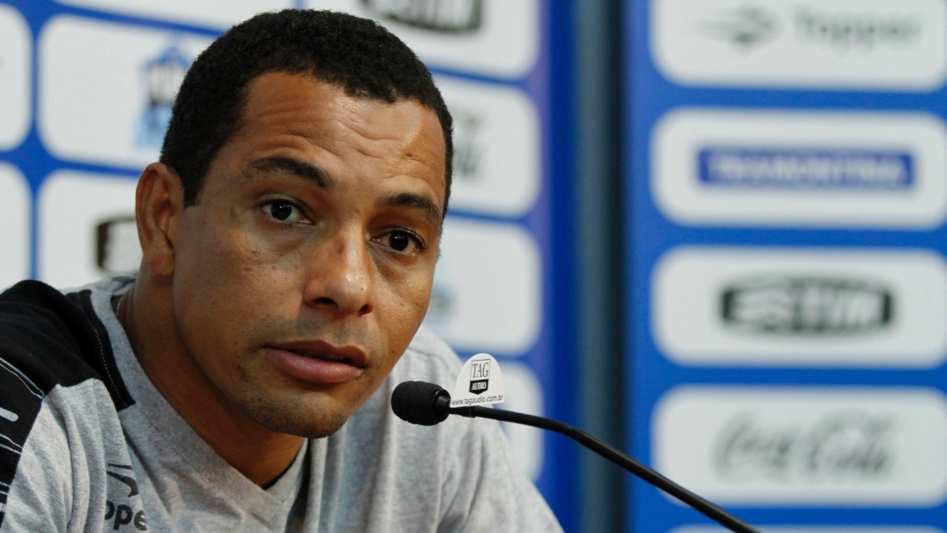 Gilberto Silva concede entrevista coletiva no estádio Olímpico (04/09/2012)