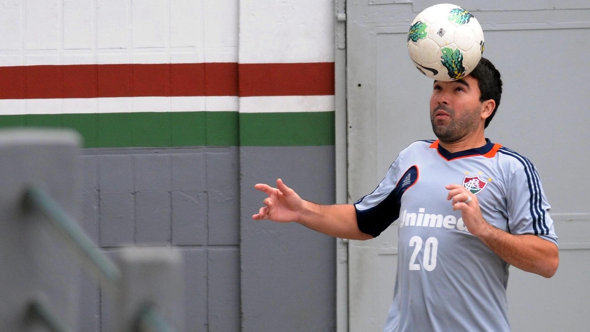 Meia Deco, que não entra em campo há um mês, fez atividade leve com preparadores físicos do Fluminense (04/09/2012)