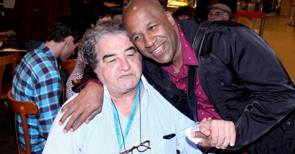 """Otávio Augusto e Aílton Graça, o Diógenes e o Silas de """"Avenida Brasil"""", demonstram amizade também na vida real (3/9/12)"""