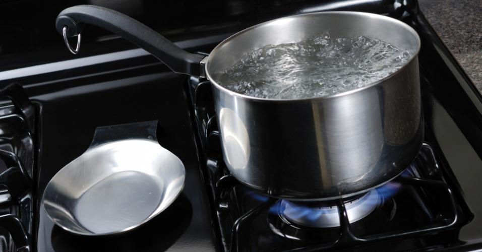 Panela com água fervendo, cozinhar, cozinhando