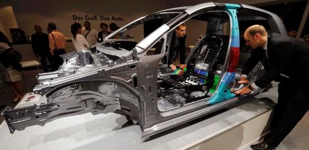 Modelos mais leves gastam menos combustível, e uso do alumínio (ainda que caro) vira obrigação - Fabrizio Bensch/Reuters