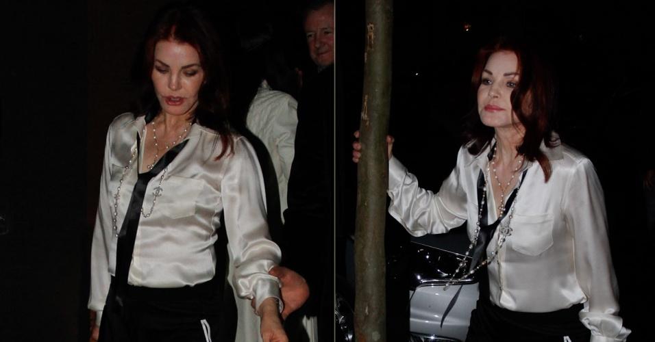 """Priscilla Presley, viúva do """"Rei do Rock"""" Elvis Presley, sai para jantar no restaurante Dom em São Paulo (3/9/12)"""