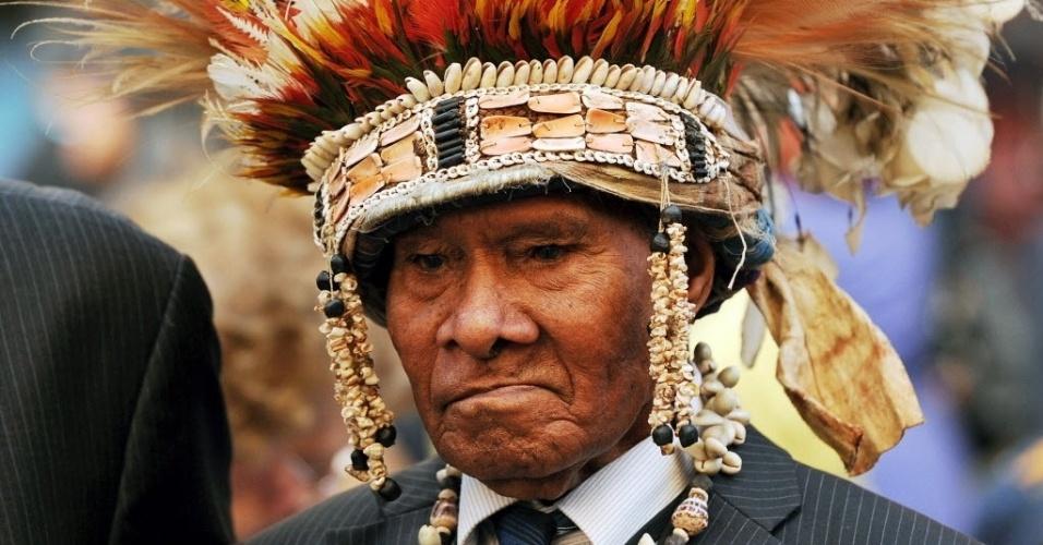 """05.set.2012 - Líder tribal, Hannington Dabinyaba, de Papua Nova Guiné participa das comemorações da """"Batalha para a Austrália"""" nesta quarta-feira (5). O evento lembra os combatentes que defenderam o país entre 1942 e 1945"""
