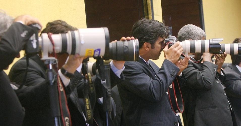5.set.2012 - Fotógrafos acompanham mais um dia de julgamento do mensalão no Supremo Tribunal Federal, em Brasília, dedicado ao réus do Banco Rural