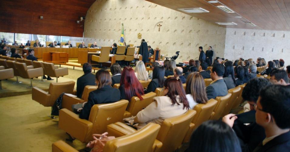 5.set.2012 - Plenário do Supremo Tribunal Federal, em Brasília, fica cheio durante mais um dia de julgamento do mensalão. A sessão foi dedicada aos réus do Banco Rural