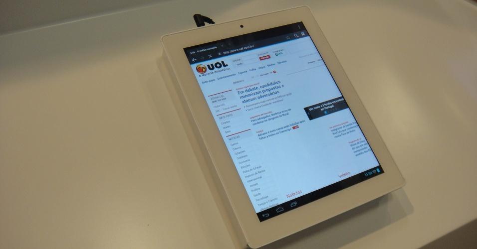 À primeira vista, bem que poderia ser um iPad. No entanto, as diferenças são grandes: trata-se de um HaiPad, um tablet chinês que será lançado no mercado europeu ainda neste ano por 300 euros (cerca de R$ 610)