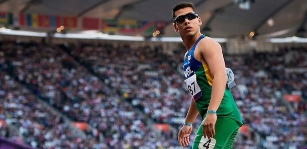 Brasileiro Alan Fonteles após vencer bateria eliminatória dos 100m T44 nos Jogos Paraolímpicos de Londres - Buda Mendes/CPB