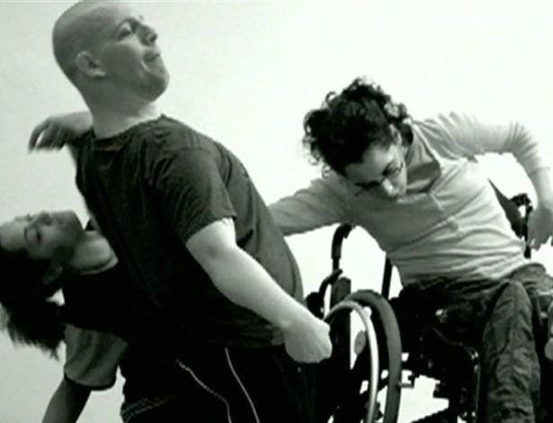 Coreografias da Candoco mesclam artistas com e sem deficiência - BBC