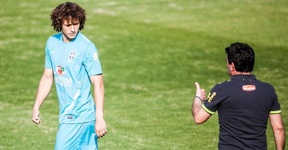 David Luiz conversa com Andrés Sanchez, diretor de seleções, durante treino em Cotia