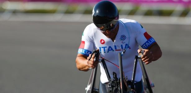 Ex-piloto de Fórmula 1, o italiano Alessandro Zanardi disputa os Jogos Paraolímpicos