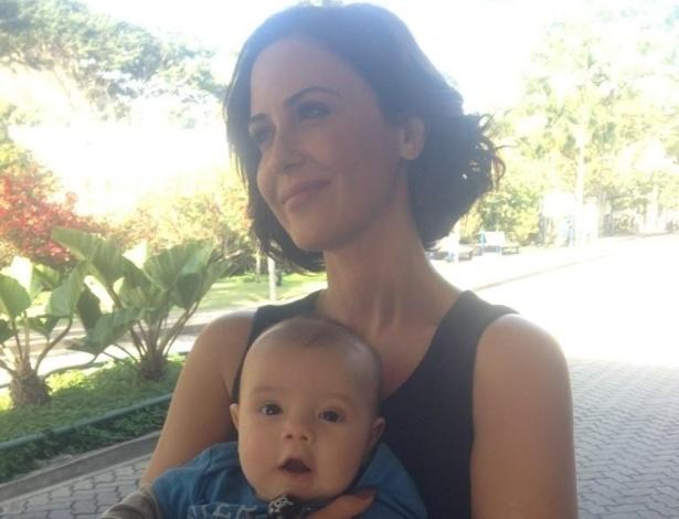 Luana Piovani publica foto do filho no colo de Guilhermina Guinle (5/9/2012)