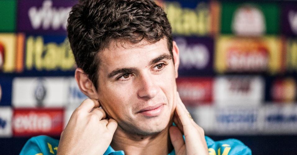 Durante a coletiva da seleção brasileira no CT de Cotia, Oscar revelou que, no Chelsea, ninguém quer saber nada sobre o Corinthians e o Mundial de clubes e vê o rival