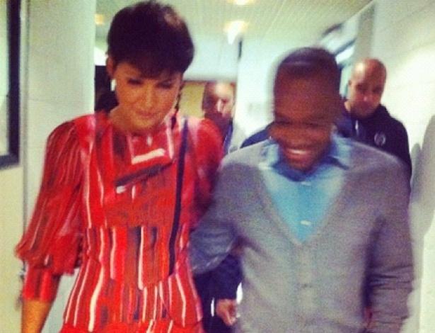 """Xuxa divulga foto com o cantor Thiaguinho nos bastidores do programa """"TV Xuxa"""" (5/9/12)"""