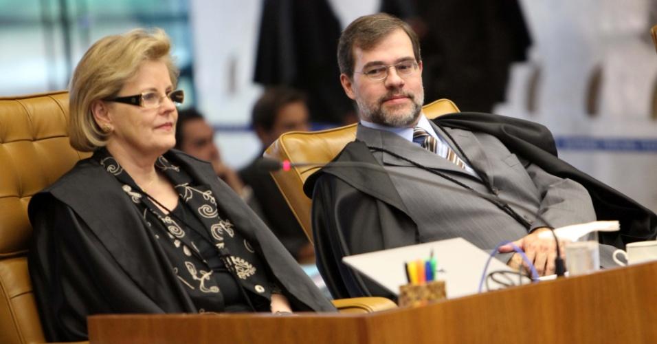 6.set.2012 - Os ministros Rosa Weber e Dias Toffoli acompanham sessão do julgamento do mensalão nesta quinta-feira (6)