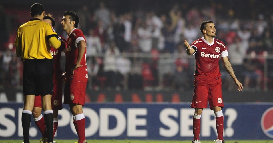 D'Alessandro gesticula após levar cartão vermelho durante São Paulo x Inter (06/09/12)