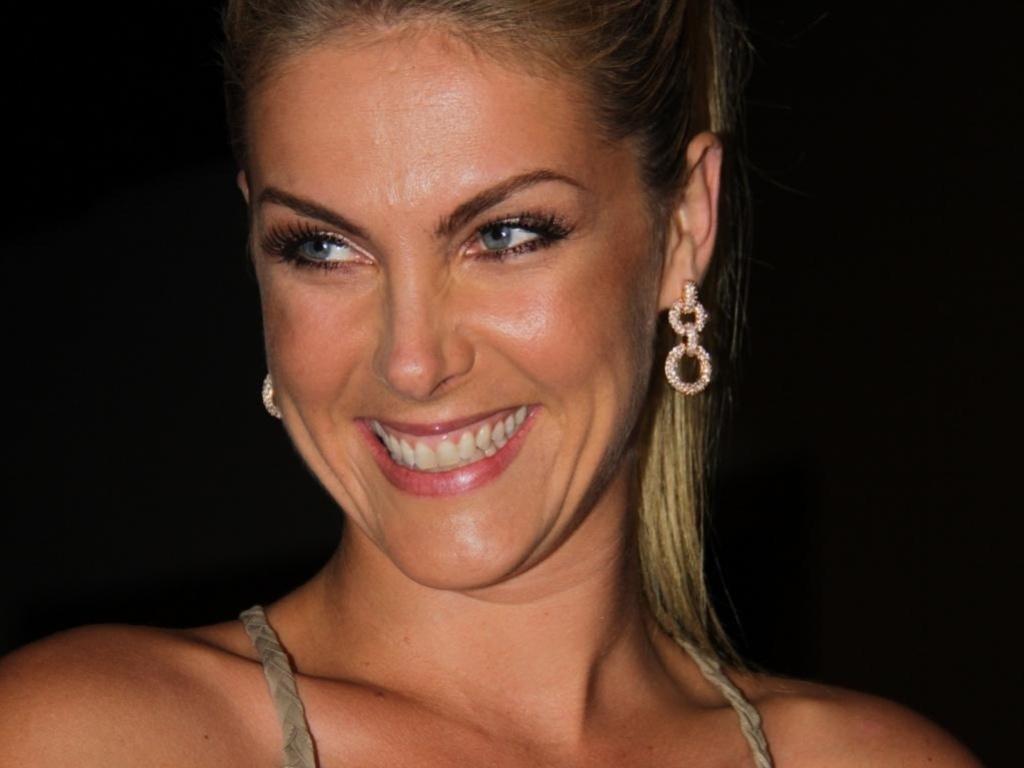 Ana Hickmann surpreende Shaolin com um presente - 10 09 2012 - UOL TV e  Famosos 01a6829ae8