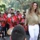 Viviane Araújo é recebida pela bateria do Salgueiro ao desembarcar no Rio -