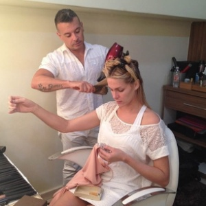 "Ana Hickmann borda nos bastidores do ""Programa da Tarde"" (7/9/2012)"