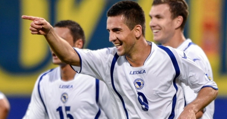 Bósnia-Herzegóvina venceu Liechtenstein por 8 a 1 pelas Eliminatórias Europeias; na foto, Ibisevic comemora após marcar um dos gols