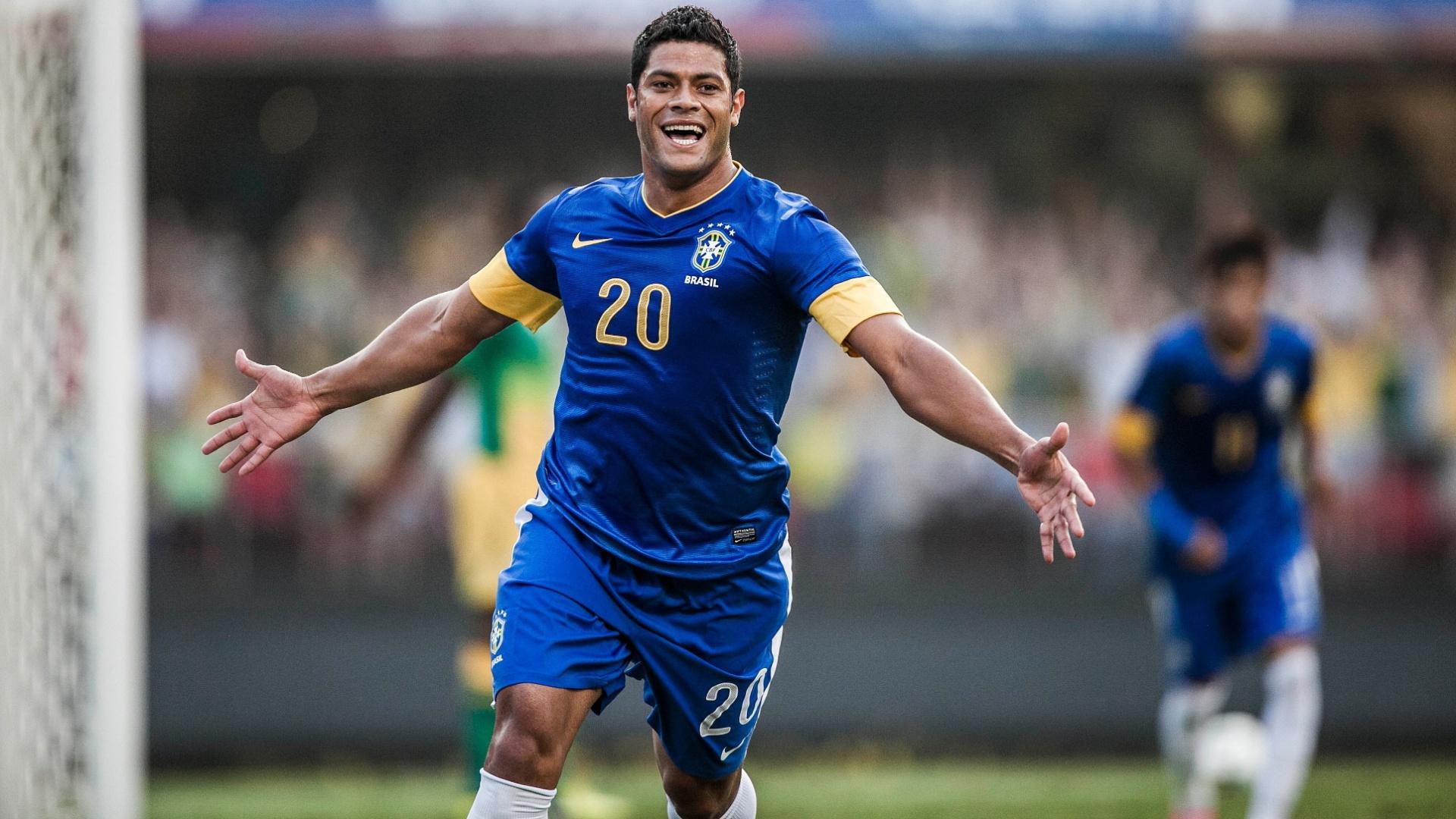Hulk comemora após marcar pela seleção brasileira contra a África do Sul