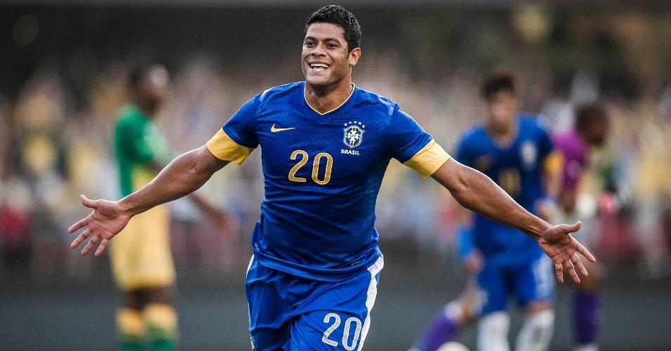 Hulk sorri após marcar pela seleção brasileira contra a África do Sul