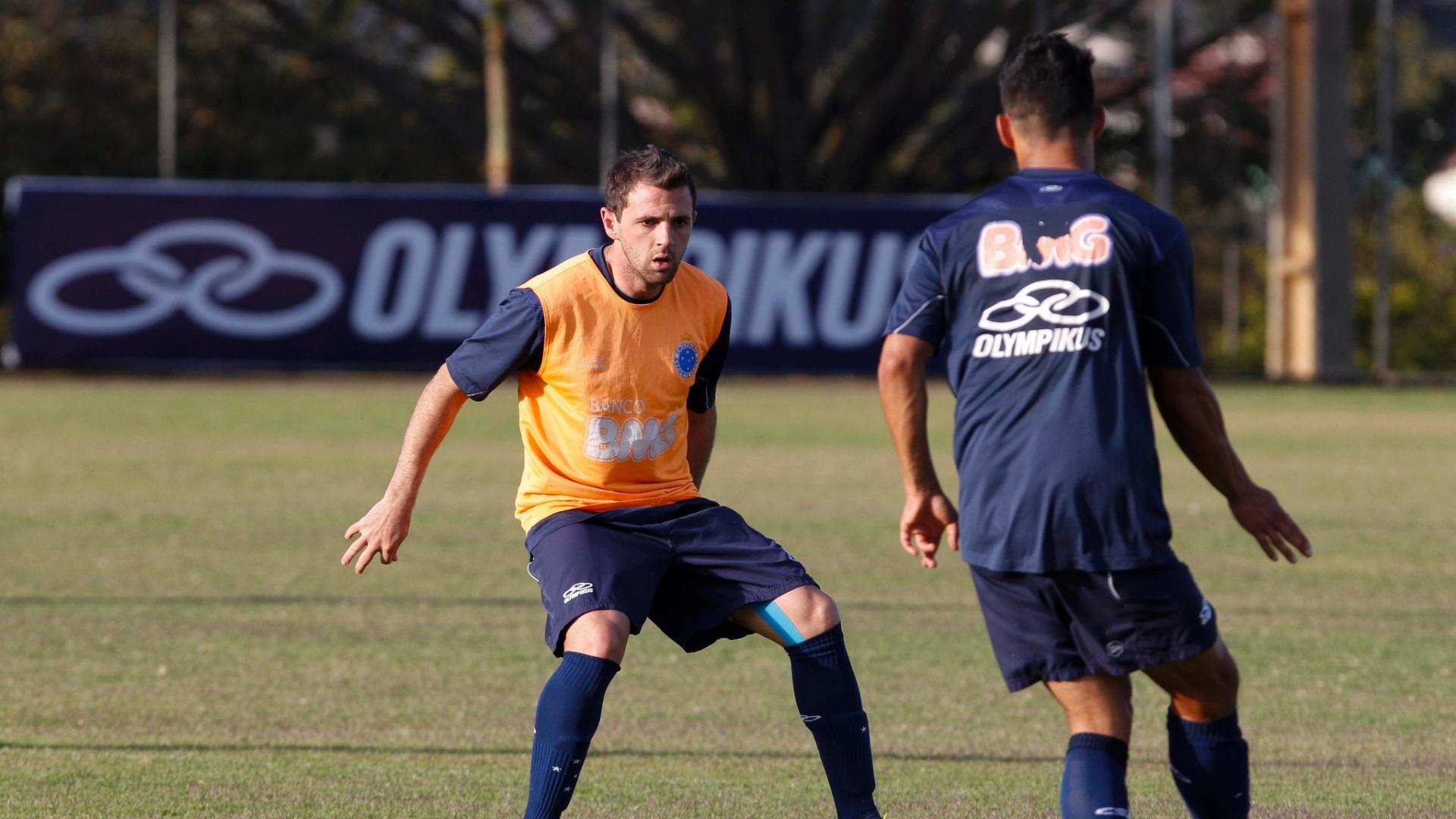 Montillo em ação durante treinamento do Cruzeiro na Toca II (7/9/2012)