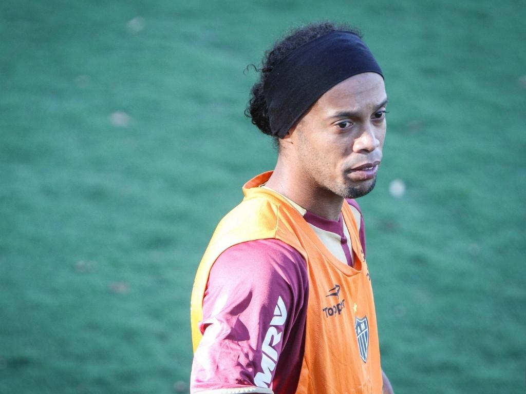 Ronaldinho Gaúcho durante treino na Cidade do Galo, em Vespasiano (7/9/2012)