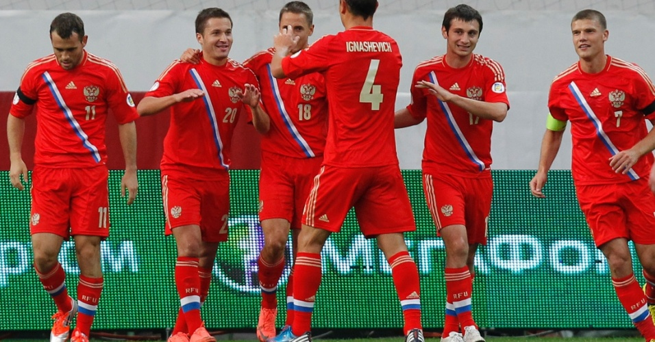 07.set.2012 - Victor Fayzulim (20) comemora com os companheiros o gol marcado pela Rússia contra a Irlanda do Norte pelas eliminatórias da Copa-2014; russos venceram por 2 a 0