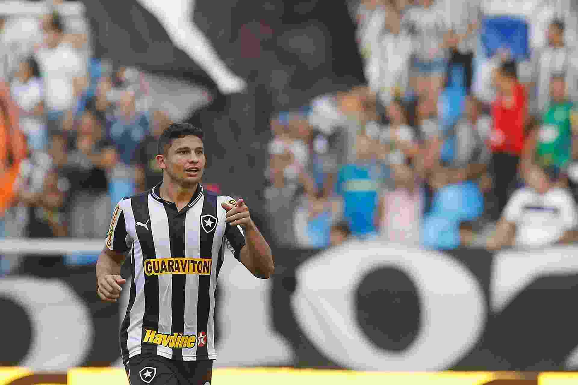 Elkeson fez dois gols do Botafogo no jogo diante do Náutico - Wagner Meier/AGIF