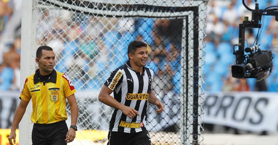 Elkeson marcou dois gols para o Botafogo diante do Náutico